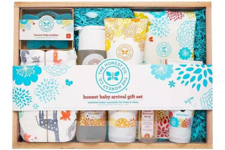 O conjunto de presente de chegada do bebê honesto