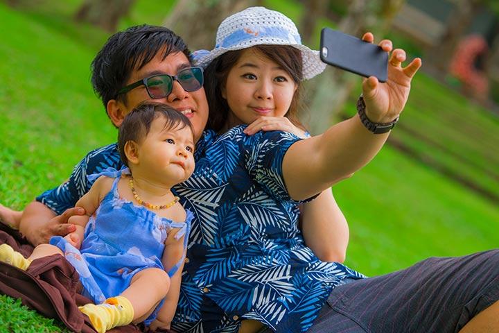 Compartilhando fotos de bebês on-line