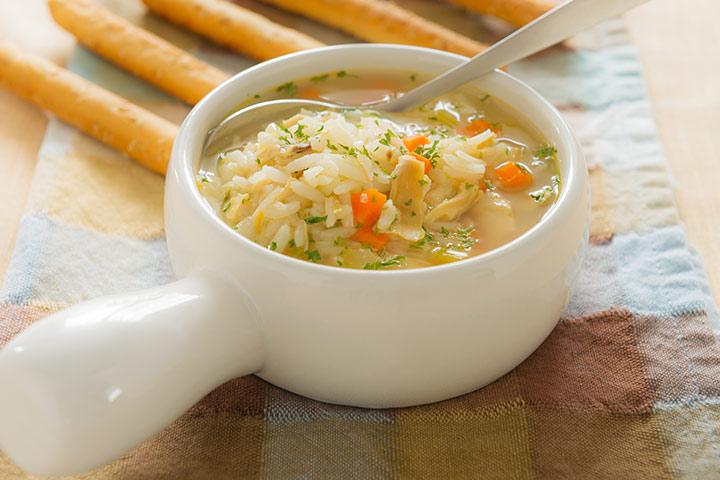 Sopa de frango, arroz e legumes