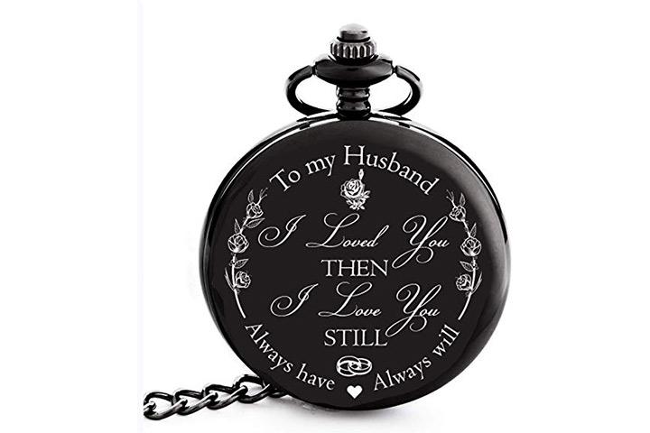 Gravado no relógio de bolso do meu marido