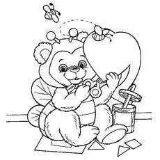 Urso cortando papel em forma de coração Página para colorir