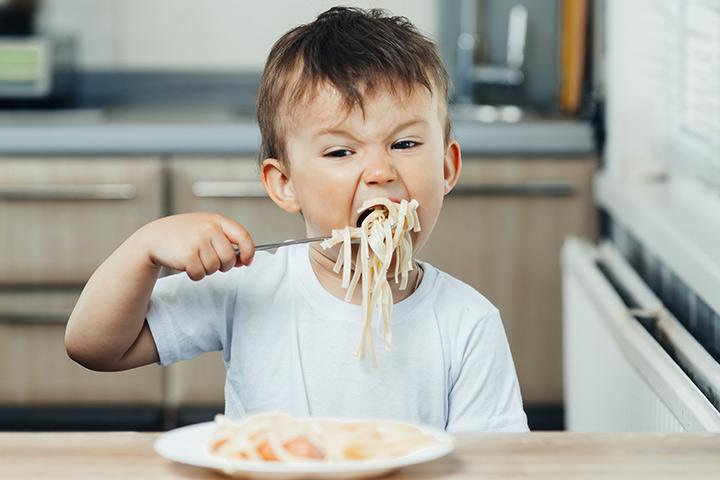 Exortando as crianças a comerem rápido