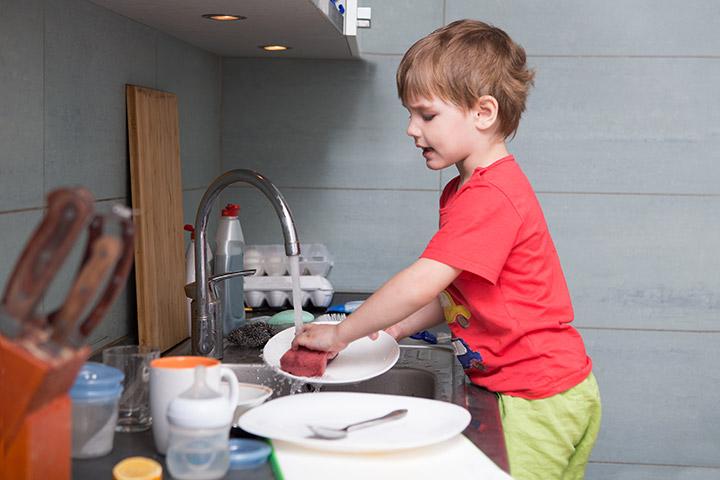 Ensine as crianças a lidar com as tarefas domésticas