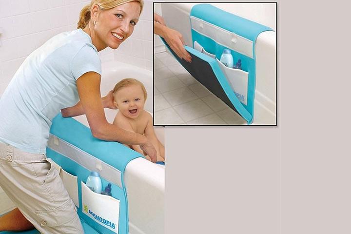 Um carrinho de banho acolchoado é uma maneira brilhante de impedir que seu joelho se contraia toda vez que você banhar seu bebê.