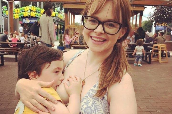 Mãe de 4 anos amamentando tem vergonha on-line