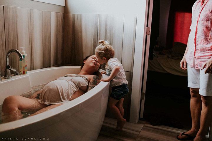 O anjinho da mamãe não é apenas seu melhor crítico, mas também seu melhor amigo