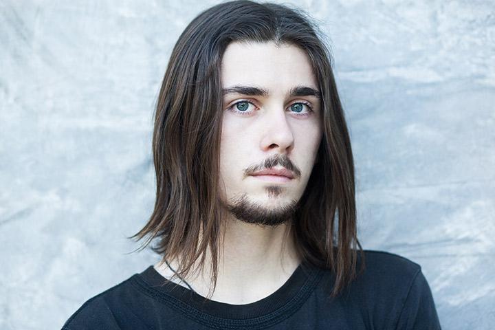 A parte longa e reta do cabelo