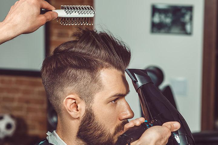 Desbotamento alto com corte de cabelo reto