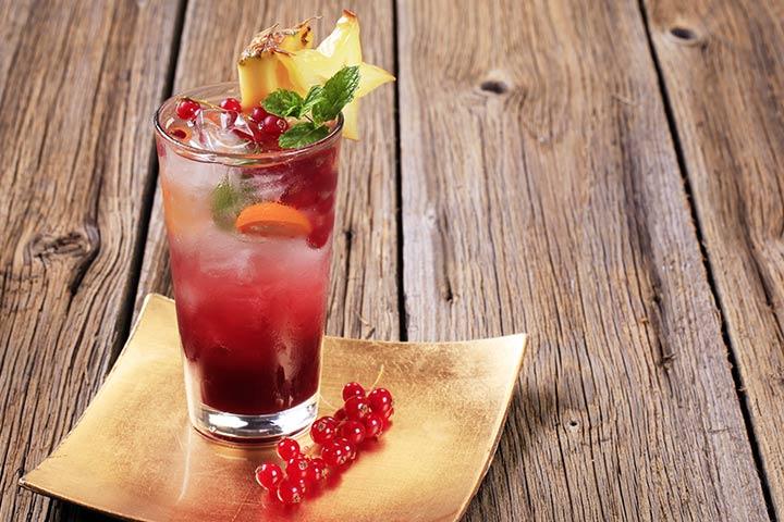 Mocktail de abacaxi de mirtilo
