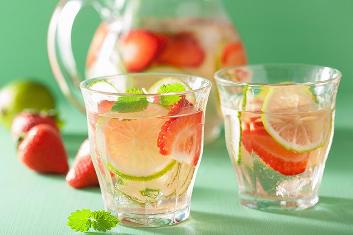 Limonada de hibisco e chá de morango