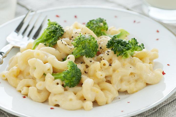 Macarrão e queijo com brócolis