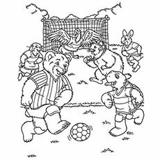 Desenho de animais jogando futebol para colorir e imprimir