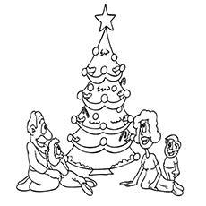 Árvore de Natal decorada com elementos de imagem colorida