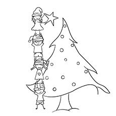 Crianças decorando a árvore de Natal