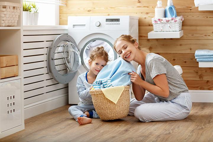 5 fatores a considerar antes de escolher lavar roupas de bebê