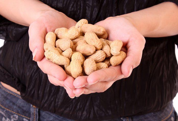 Amendoim durante a amamentação: benefícios e riscos para a saúde