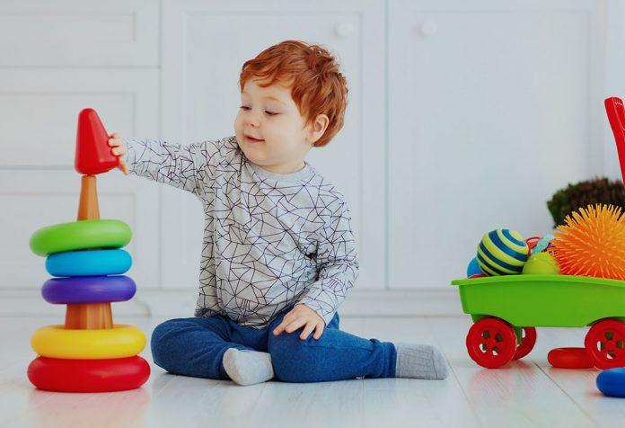 Brinquedos do bebê de 3 meses