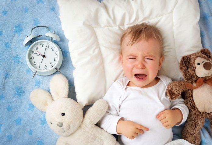 Como lidar com seu bebê chorando à noite
