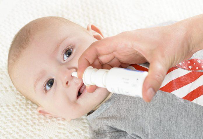 Gotas nasais salinas para bebês
