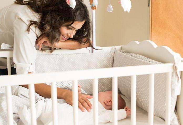 Os bebês devem dormir usando travesseiros?