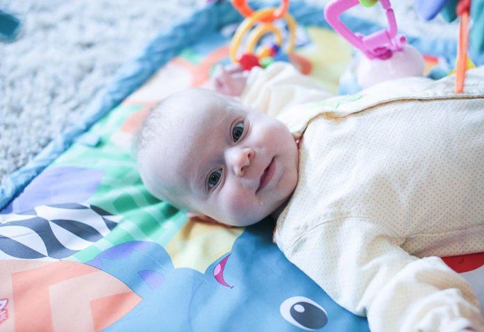 Os melhores brinquedos para bebês de 4 meses