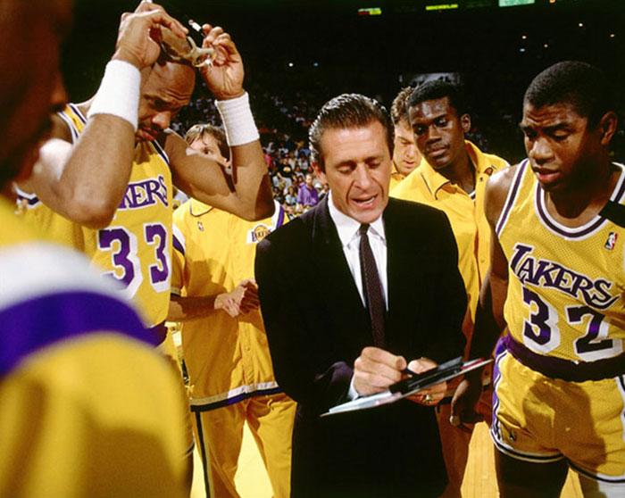 Pat Riley, treinador do Los Angeles Lakers, planejou um plano para melhorar 1%.