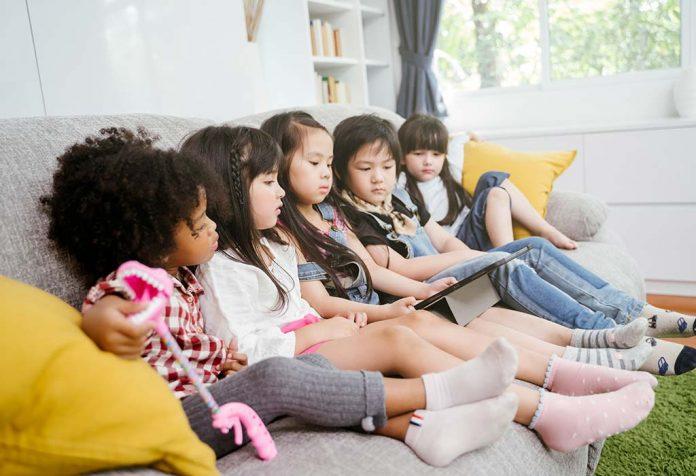 Tecnologias apropriadas para a idade das crianças: marcos digitais a serem alcançados