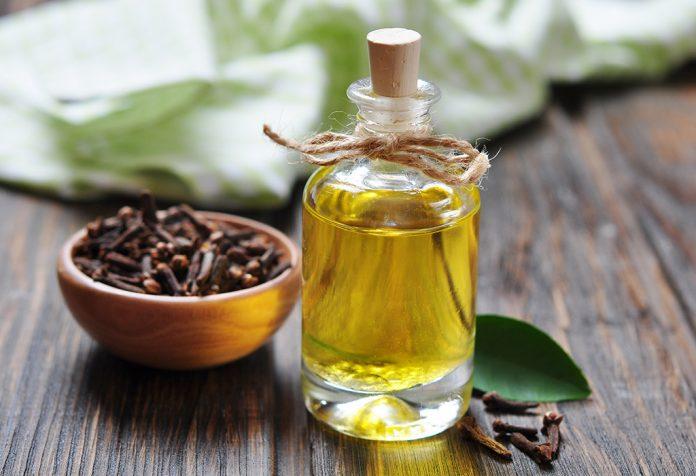 Usando óleo de cravo para aliviar a dor de dentição em bebês: é seguro?