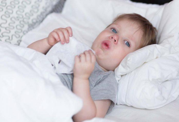 Você deve dar remédios para resfriado e tosse a bebês e crianças?
