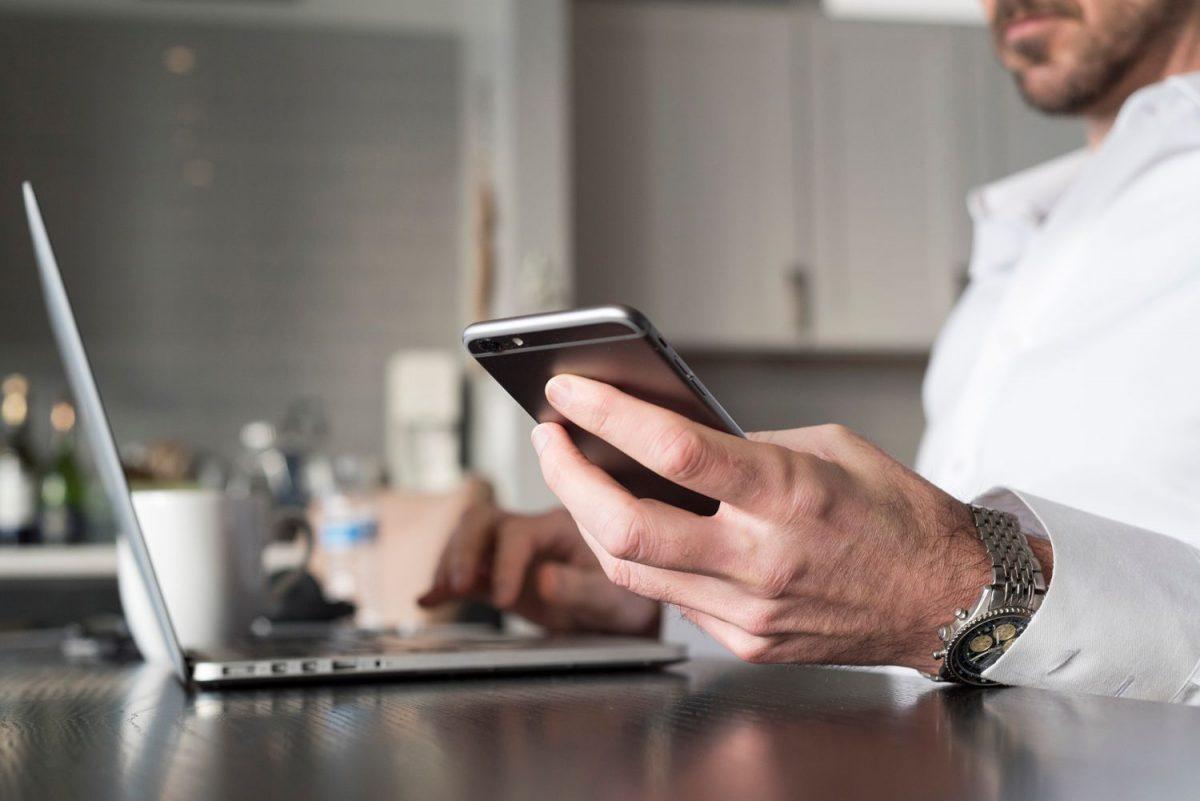 Por que seu cônjuge trapaceiro teve um caso on-line?