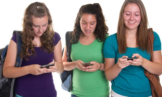 Adolescentes e muitas mensagens de texto