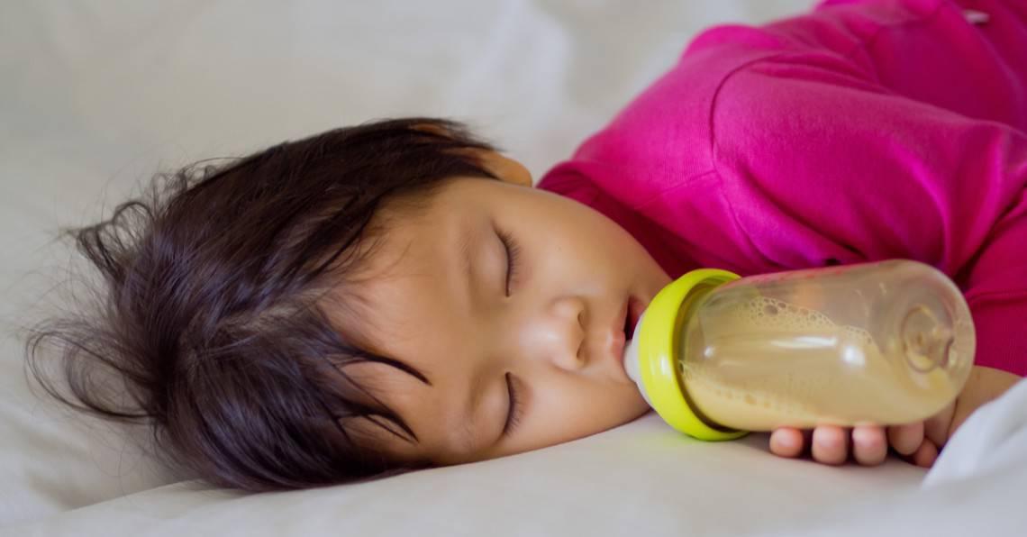 Como parar a mamadeira do seu bebê antes de dormir
