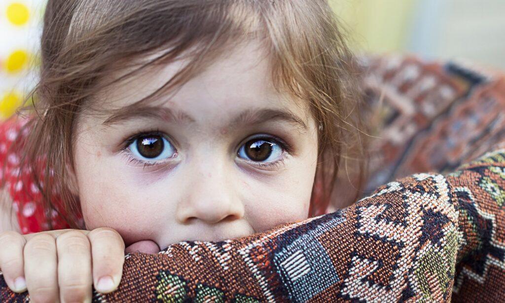 Ajudando as crianças a lidar com eventos traumáticos