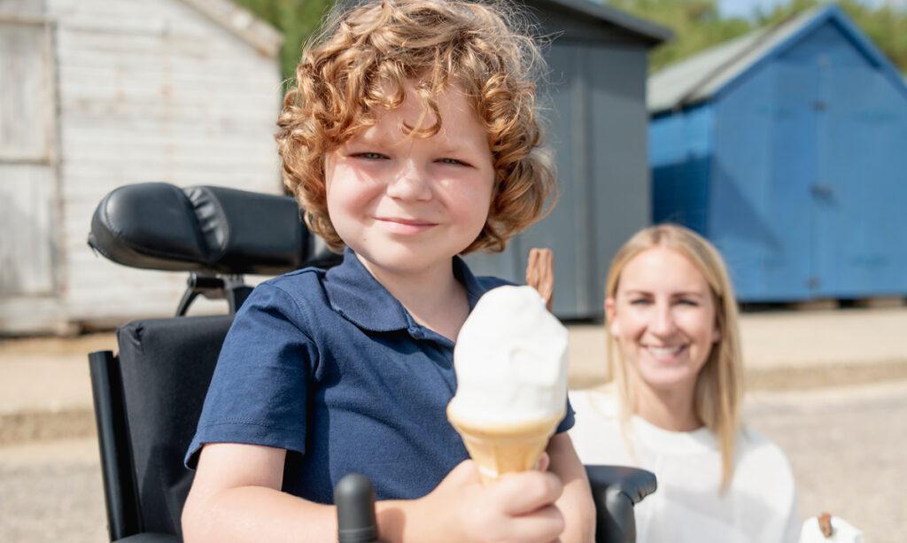 Como posso facilitar a viagem para meu filho com necessidades especiais?