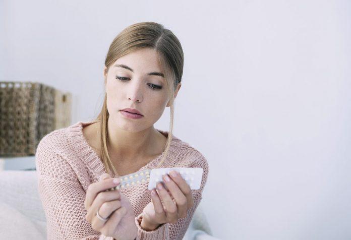 É normal ter descarga marrom, enquanto em pílulas anticoncepcionais