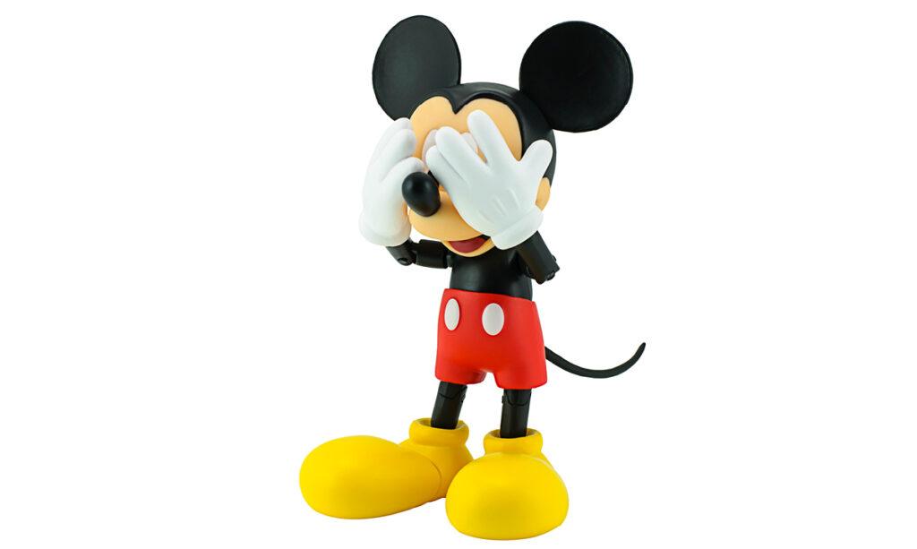Mãe acidentalmente doa caneca de Mickey Mouse para filho adulto com US $ 6.500 por dentro