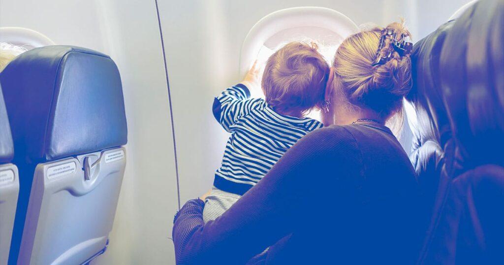 Os pais devem sempre ter o direito de sentar ao lado dos filhos em um avião