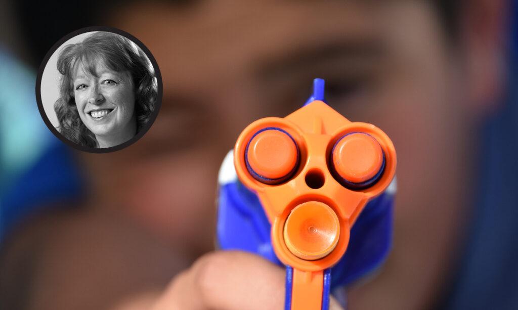 As crianças devem brincar com armas de brinquedo? Uma mãe local diz