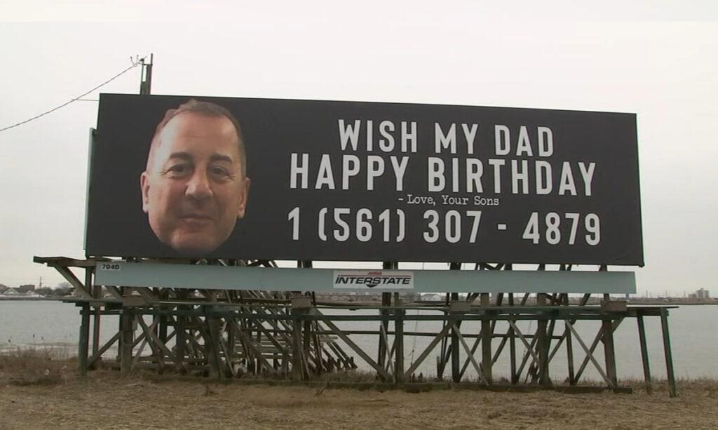Filhos colocam outdoor pedindo que as pessoas desejem um feliz aniversário para o pai