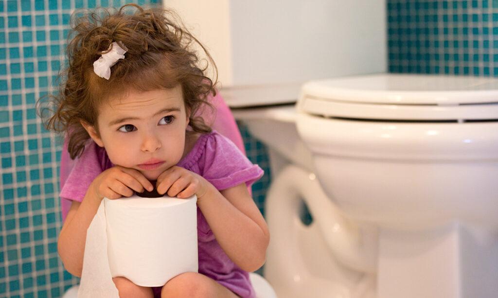 Recusa de higiene nas fezes: por que as crianças se recusam a fazer cocô no banheiro