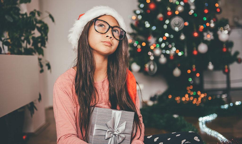 Transição de crianças de acreditar em Papai Noel para se tornar Papai Noel