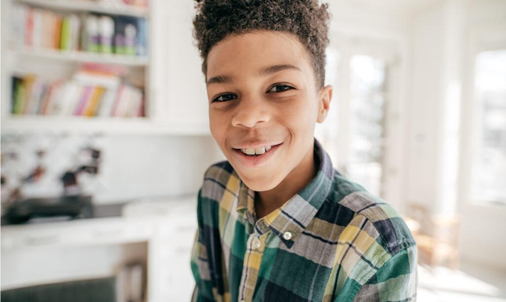 Quando é permitido deixar uma criança sozinha em casa?