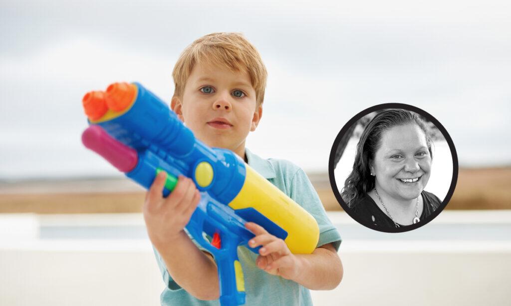 Por que deixo meus filhos brincar com armas de brinquedo